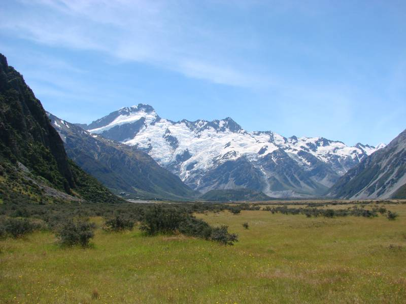 New Zealand road trip on a budget - Road to Mount Cook