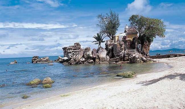 Dinh Cau Rock Phu Quoc. Photo by www.phuquocguides.com
