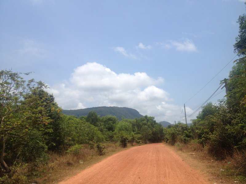 Driving over dirt roads and hiking in the jungle, very much fun!