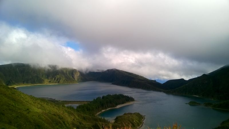 View over Lagoa do Fogo: I cannot believe there is an island with so many stunning views and gorgeous lakes! Road R 5-2 climbs up to a 950 meter high pass before descending down to sea level again. A beautiful road!