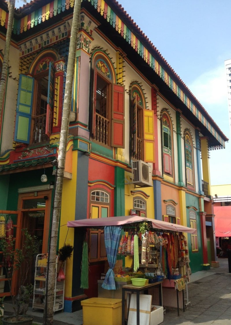Exploring Little India: this has got to be the most colorful house I have ever seen, so pretty!