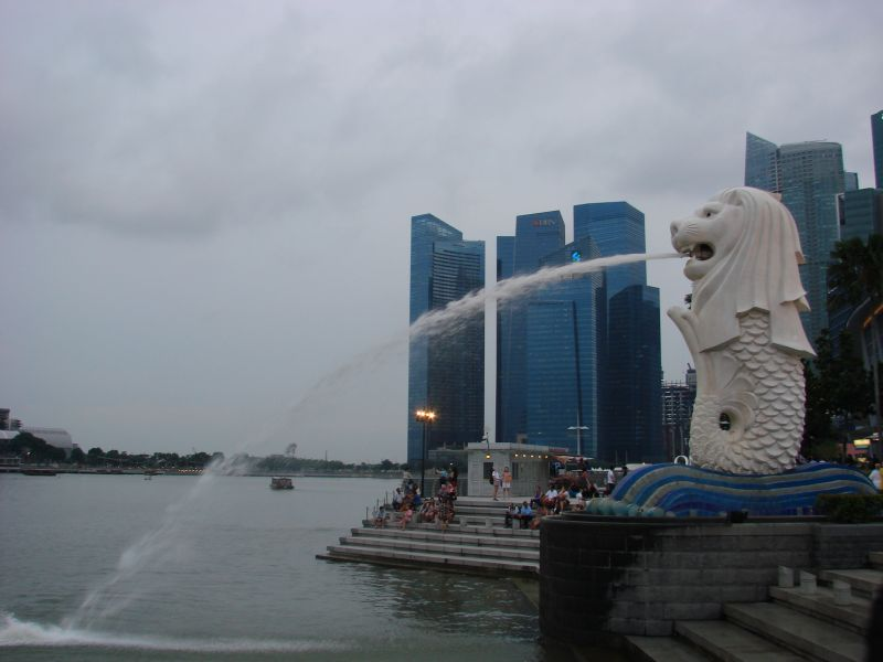 Who came up with the Merlion?! It's so weird and kitchy and ugly… Very recognizable though, that's for sure;-)