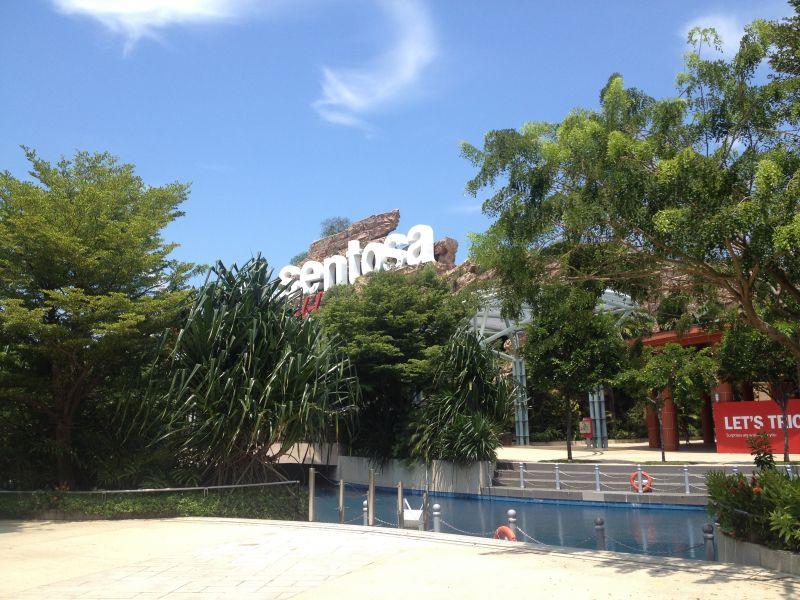 Strolling around Sentosa Island: the playground of Singapore.