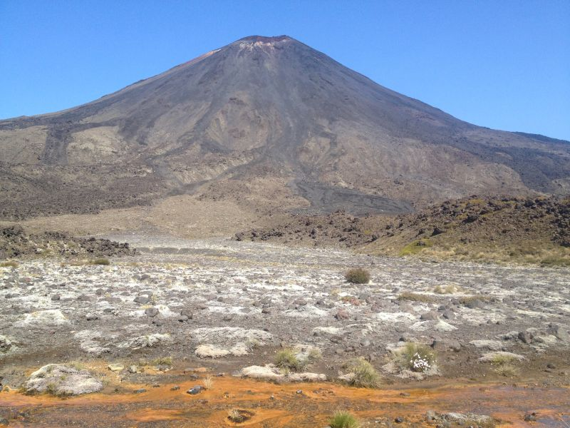 Hiking the Tongariro Crossing and climbing Mount Doom in New Zealand