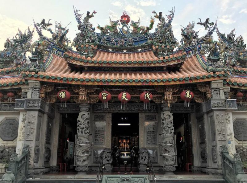 The colorful Dai Tian Temple in Kaohsiung, Taiwan