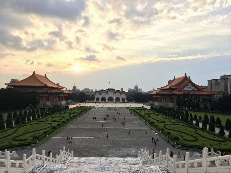 Visit the Chang Kai-Shek Memorial Hall Taipei Taiwan top things to see and do in Taipei