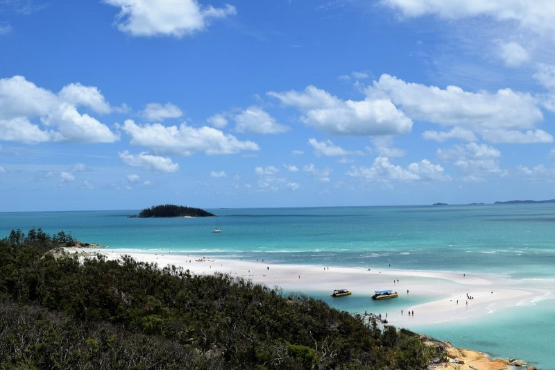 Sailing the Whitsunday Islands - incredible Whitehaven Beach