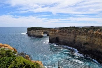Things to see along the Great Ocean Road - Loch Arch wreck lookout