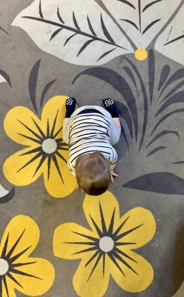 Baby admiring the flower carpet in the Kupechesky Dvor hotel