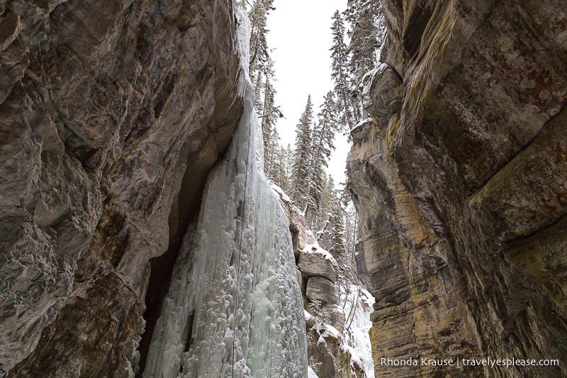 Maligne Canyon Ice Walk - winter in Canada